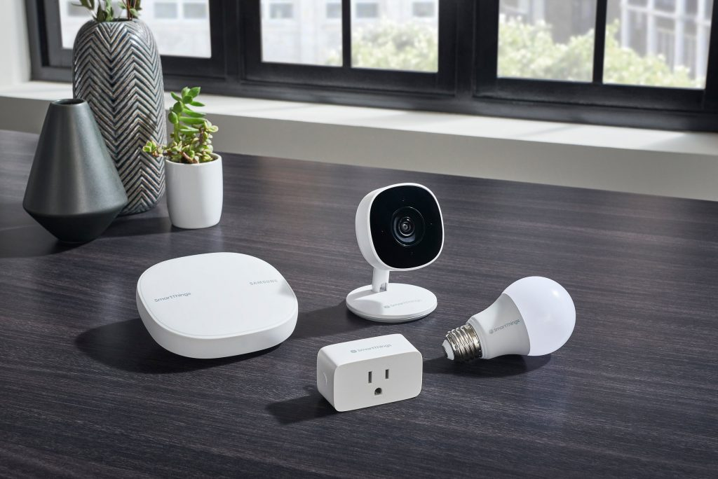 SmartThings Wifi Cam Plug Bulb NoCord